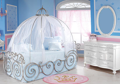 Luxury-princess-bedroom-idea-with-blue-walls