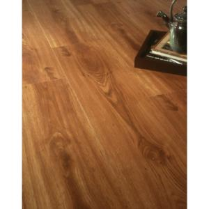 Kaboodle dupont real touch elite natural oak laminate for Dupont flooring