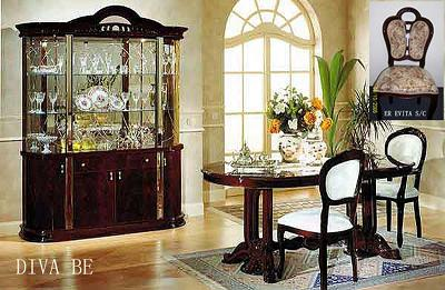 Exceptional Diva Traditional Italian Lacquer Dining Set