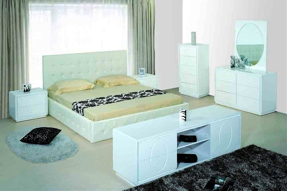 moder White Beautiful Modern Bedroom