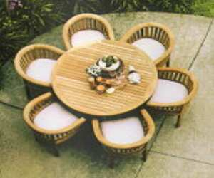 outdoor round dining table1 Outdoor Round Dining Table